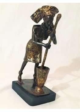 Statuette Bronze FEMME AU PILON